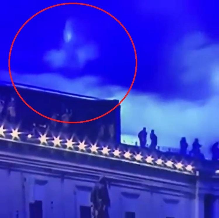 La Madonna appare durante la benedizione del Papa a San Pietro? Il video impazza sui social